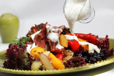 Sałatka jesienna z sosem koperkowym