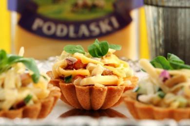 Sałatka z serem Podlaskim i szynką