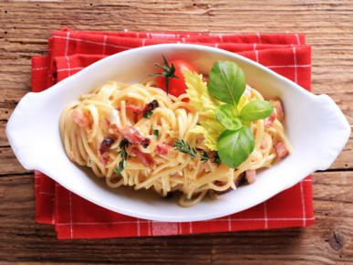 Spaghetti a la carbonara z serkiem topio