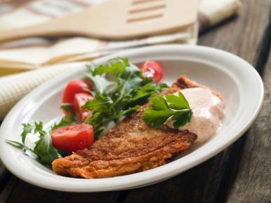Omlet z ziołami i sosem