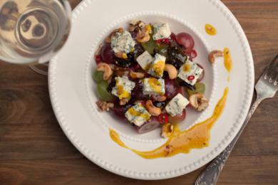 Sałatka  winogronowa z serem pleśniowym