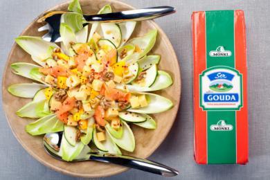 Sałatka z cykorii i sera żółtego Gouda