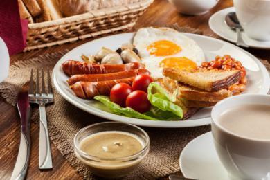 Energetyczne angielskie śniadanie na dłu