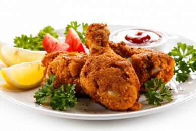 Panierowane podudzia z kurczaka z sosem